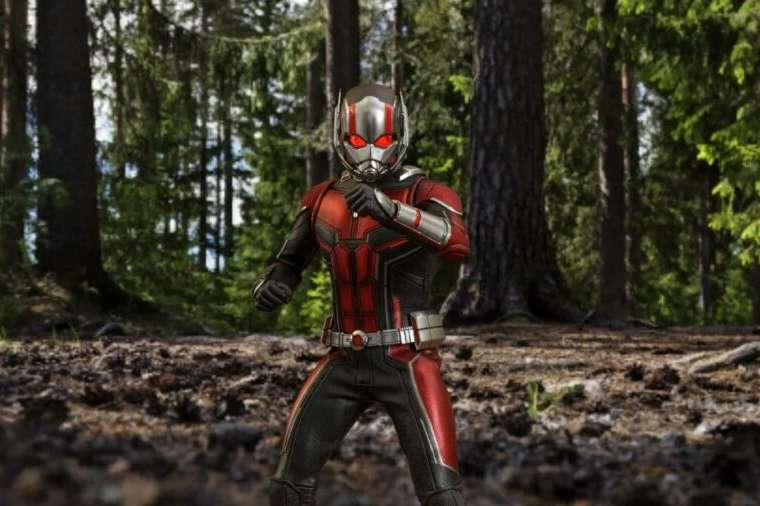 Antman against the Fortnite background.